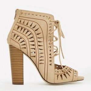 JustFab Tracey Laser Cut Lace-Up Bootie Size 8.5